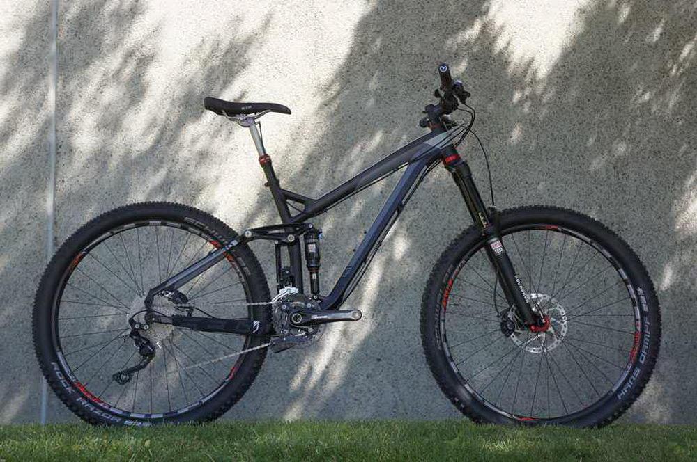 2015-Felt-Compulsion-30-enduro-alloy-650B-mountain-bike01