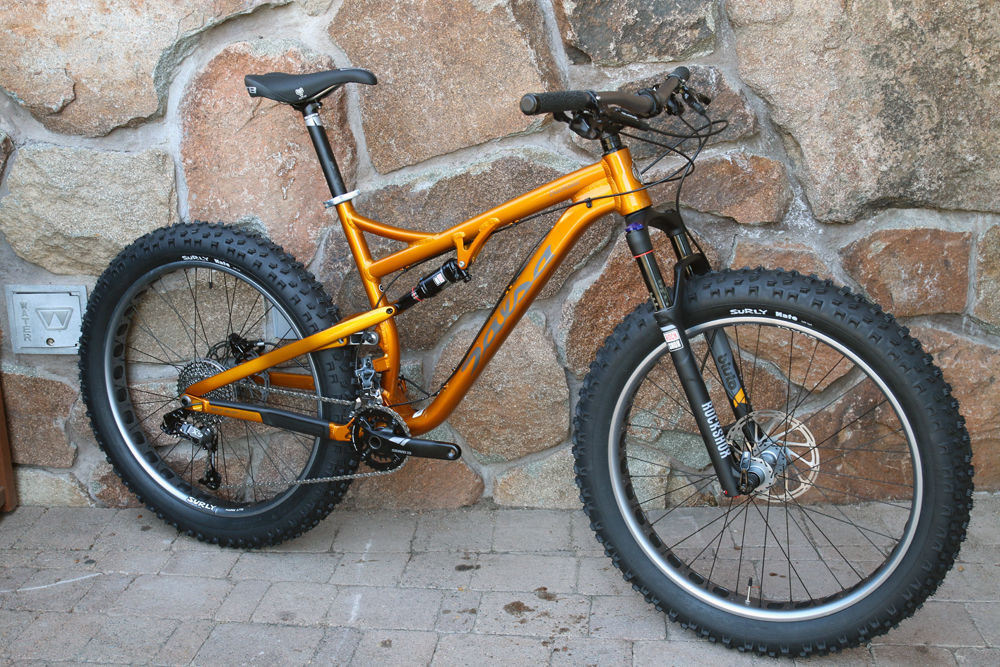 Salsa-fat-bike-2015-bucksaw-blackborow-mukluk-ti-beargrease-alloy-full-suspension-front-23