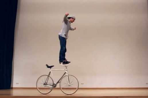 David Schnabel reinventează trick-urile pe bicicletă