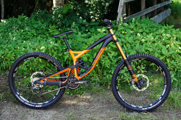 2016-polygon-collosus-DH9-downhill-mountain-bike01-600x400