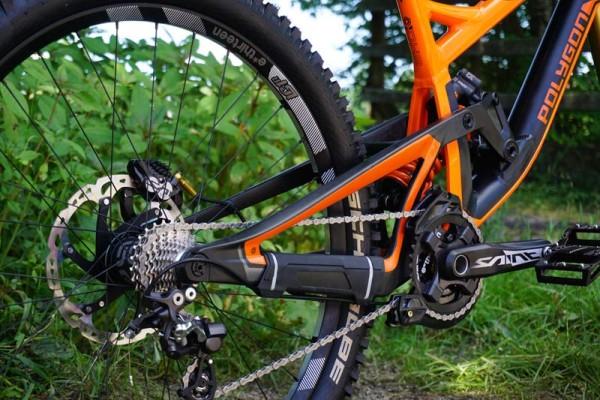 2016-polygon-collosus-DH9-downhill-mountain-bike02-600x400