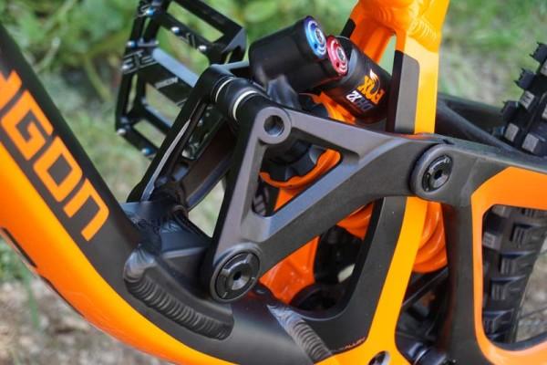 2016-polygon-collosus-DH9-downhill-mountain-bike05-600x400