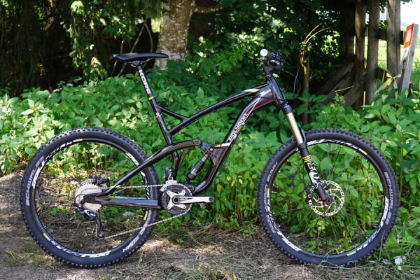 2016-polygon-collosus-N6-160mm-enduro-mountain-bike01-600x400