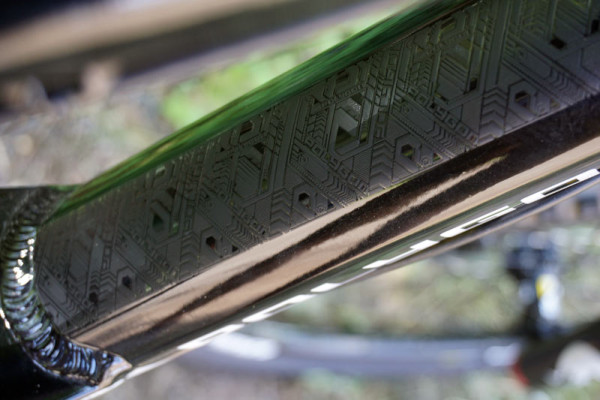2016-polygon-collosus-N6-160mm-enduro-mountain-bike04-600x400