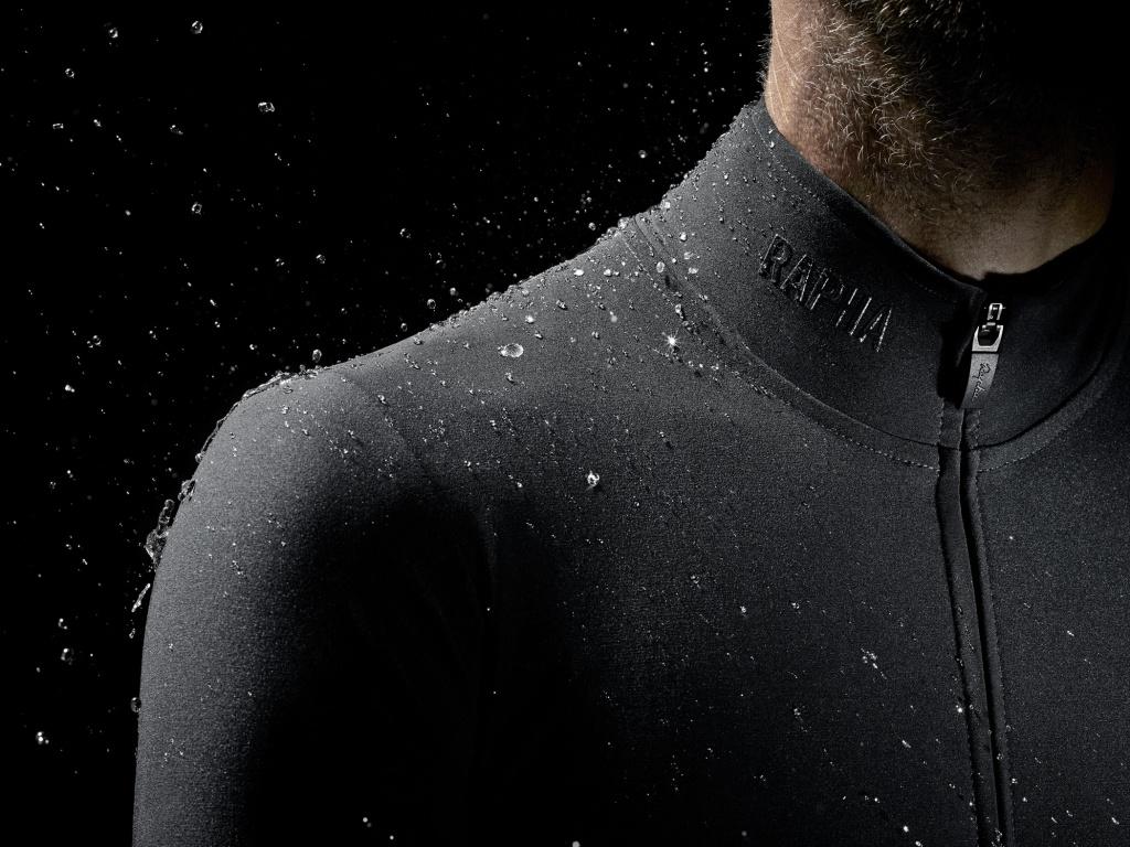 Rapha_Shadow-Pro-Team_wet-weather-kit_Jersey-shoulder