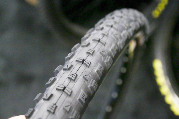 maxxis-forekaster-michelin-power-challenge-tubular-vittoria-graphene-tires-2-600x400