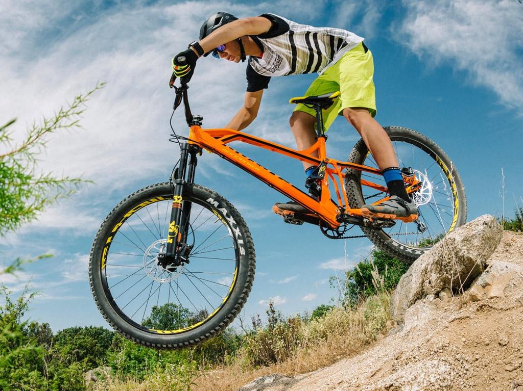 Mondraker_Factor_Plus-sized-aluminum-120mm-full-suspension-trail-mountainbike_drop-in
