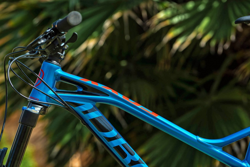 Mondraker_Foxy-Alloy_aluminum-140mm-full-suspension-all-mountain-mountainbike_front-end