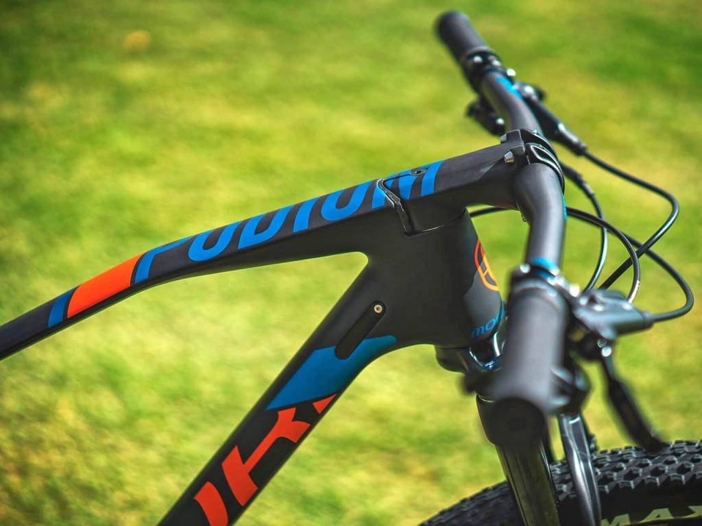 Mondraker_Podium-Carbon-RR_carbon-xc-race-hardtail-mountainbike_headtube
