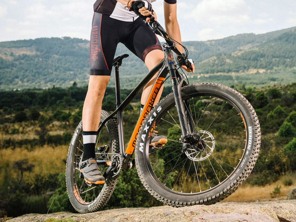 Mondraker_Prime_Plus-sized-aluminum-hardtail-trail-mountainbike_rock
