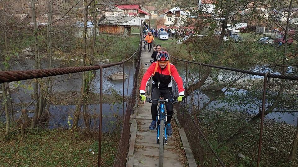 Prin sate de munte romanesti pe doua roti nucsoara adevaratii veloprieteni 03