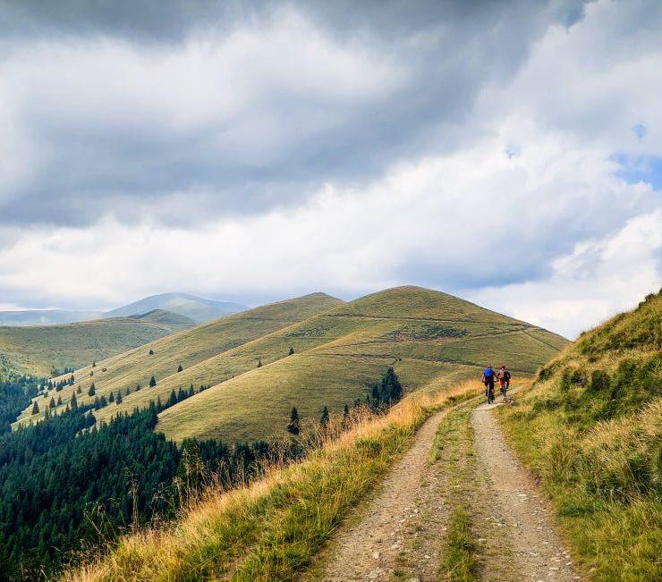 Epica de bikepacking traversarea Păpușa - Cascoe - Piatra Craiului
